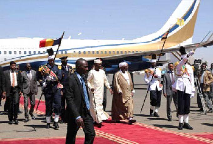 البشير يستقبل الرئيس التشادي ديبي بالخرطوم