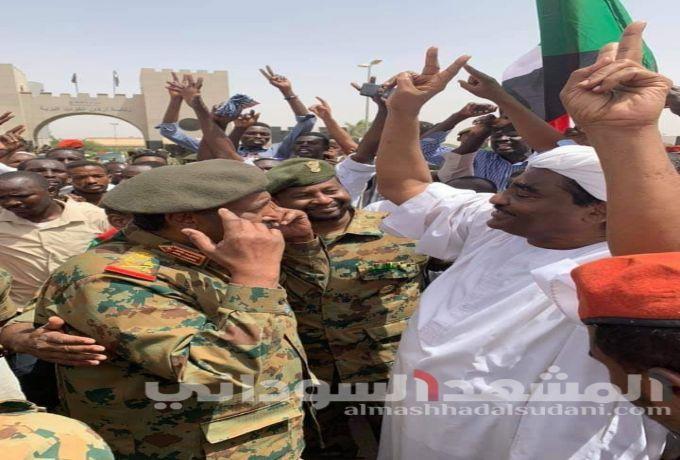 في لقائه بالقوي السياسية ..المجلس العسكري يعد بإلغاء القوانين المقيدة للحريات