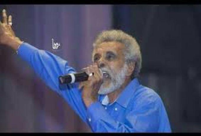 ابو عركي يعد المعتصمين بحفل جماهيري بعد تحقيق المطالب