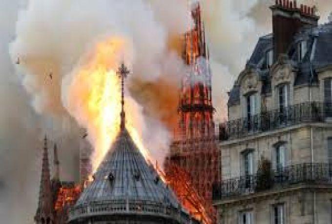 باريس .. حريق هائل بكاتدرائية نوتردام وبرجها التاريخي