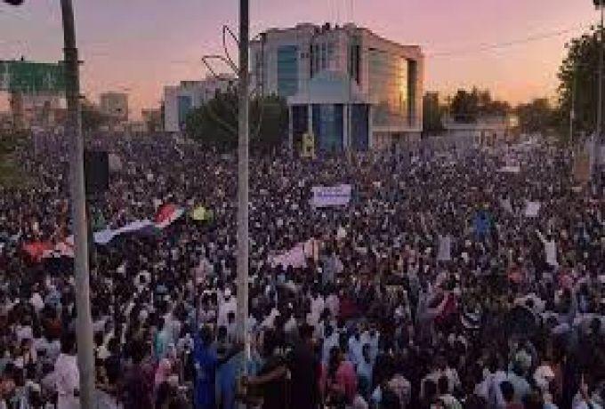 قوي التغيير تناشد الثوار بالإلتزام بمواقع الاعتصام المحددة منذ 6 أبريل