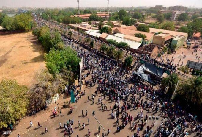 """الحركة الشعبية تزور مقر الاعتصام وتلتقي """"تجمع المهنيين"""""""