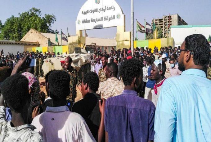 ثوار السودان يشيعون شهيداً من ضحايا نيران نظام البشير
