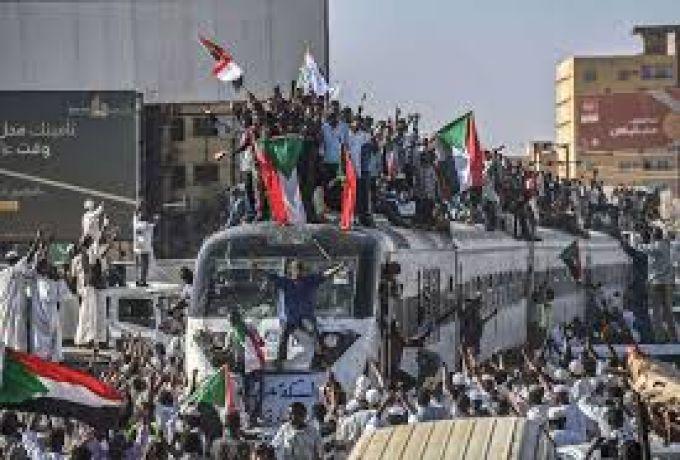 وفاة متظاهر تحت عجلات القطار بالخرطوم