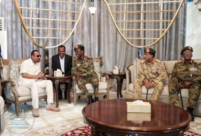 بحثا عن مخرج للازمة السودانية .. رئيس الوزراء الاثيوبي في الخرطوم