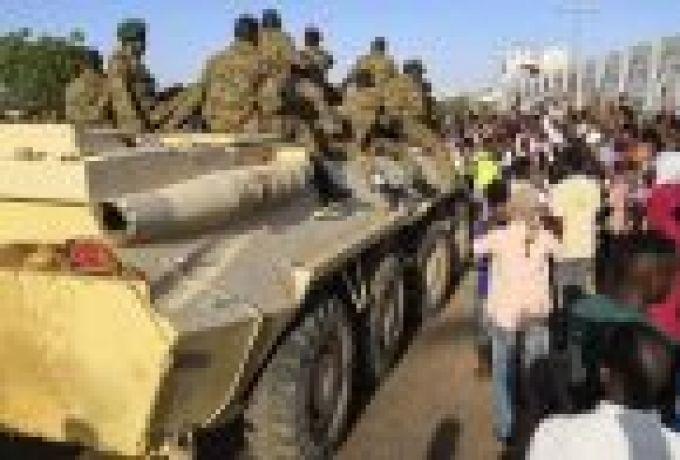 مذكرة لضباط الدفعة (20) تطالب الجيش بالنأي عن الحكم وترك السلطة للمدنيين