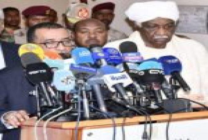 الدقير يبحث مع المبعوث الامريكي قضية رفع العقوبات الاقتصادية عن السودان