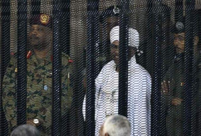 بالصورة ..البشير يدلي باقواله في محاكمته اليوم