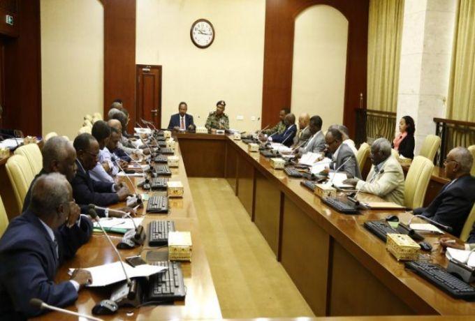 """اجتماع لـ """"السيادي"""" ورئيس الوزراء بوكلاء الوزارات يُناقش موقف الوقود والدقيق"""