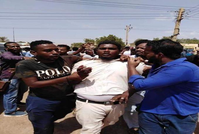 القبض على احد الاسلاميين داخل جامعة الزعيم قادوا حملة الاعتداء على الطلاب