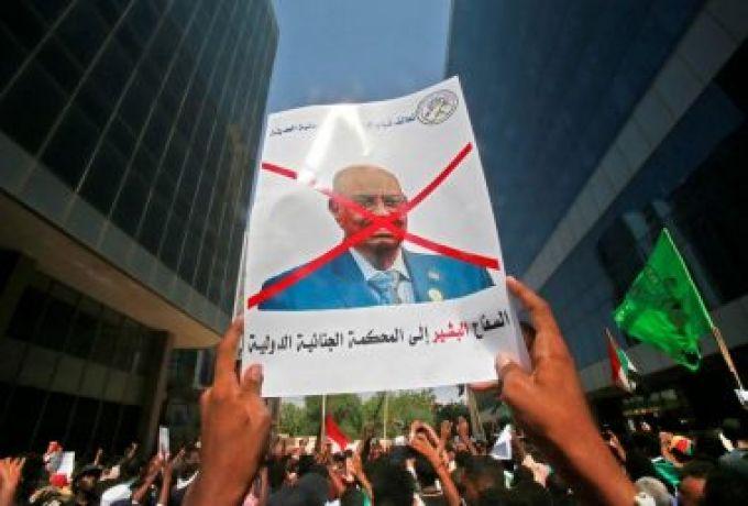 """تهديد رئيس معسكر """"أبوشوك"""" بالتصفية بعد مطالبته حمدوك بتسليم المخلوع للجنائية الدولية"""