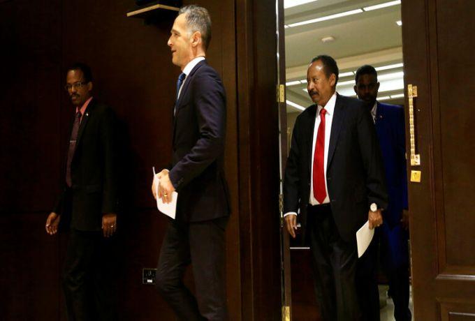 مكتب رئيس الوزراء ينفي الشائعات المغرضة : حمدوك يمارس مهامه بصورة طبيعية والحديث عن استقالته شائعات مغرضة