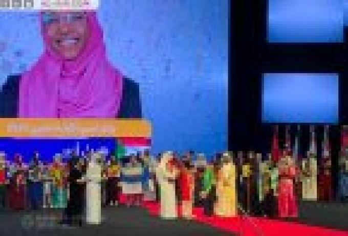 آل مكتوم يتوج السودانية هديل بجائزة القراءة