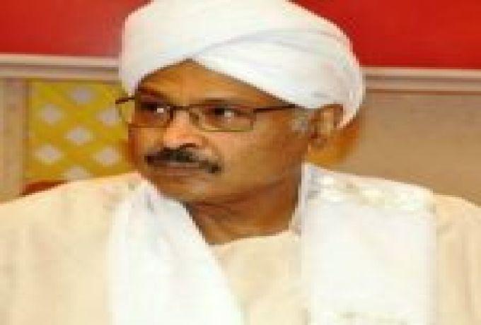 مبارك الفاضل يفتح النيران في كافة الاتجاهات ويهاجم قوى التغيير  ويتوقع استقالة (حمدوك)