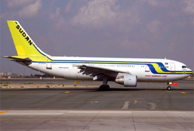 """استقبال حاشد لـ""""الإيرباص"""" """"حنبنيهو"""" بالزغاريد والبكاء بمطار الخرطوم"""