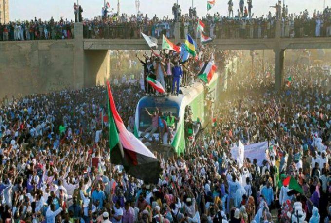 الخرطوم.. قطار يحمل متظاهري الخرطوم إلى عطبرة ..ملايين السودانيين يملأون شوارع المدن احتفالاً بالثورة ودعماً لحمدوك