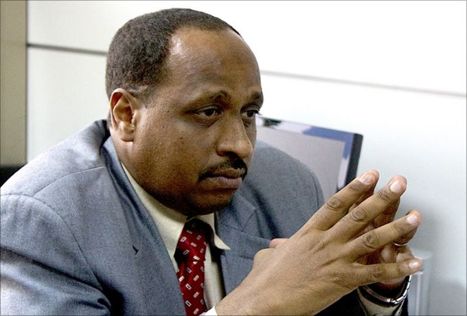 السودان: خبير اقتصادي يفجر مفاجأة بشأن سيطرة بنك السودان على أسعار الدولار