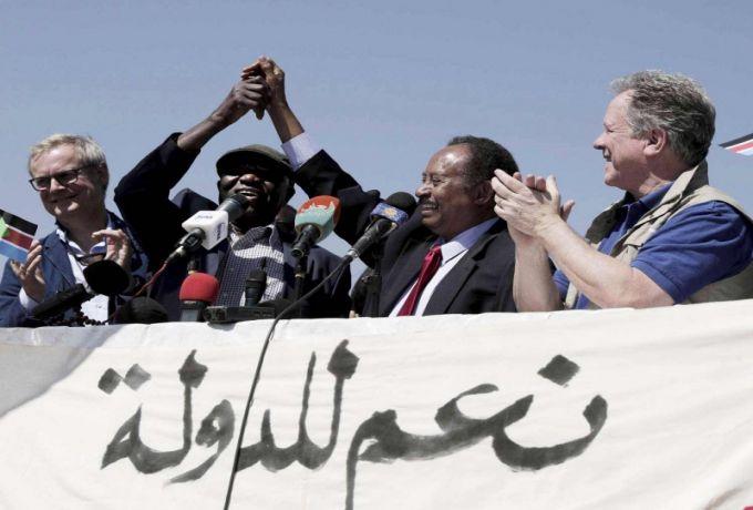 صحيفة أمريكية تشيد بحمدوك وتتحدث عن موعد التوقيع النهائي للسلام في السودان