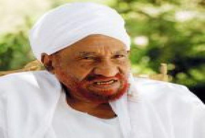الإمام الصادق المهدي : النظام السابق ساب اقتصاد السودان زي ( شملة ) بت كنيش، ثلاثية وقدها رباعي .