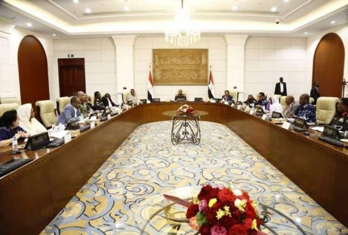 مجلس الأمن والدفاع السوداني : يكون لجان للتحقيق في احداث الخميس وتوجيه للداخلية بمراجعة كافة الجوازات التي منحت للاجانب خلال الفترة الماضية