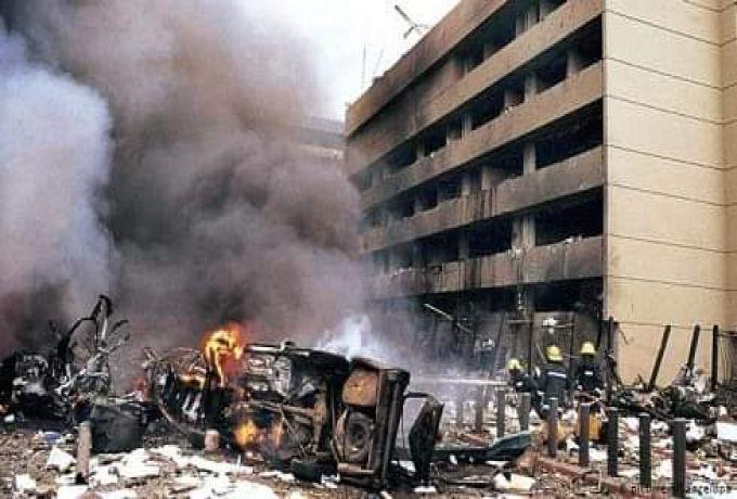 الحكومة تعلن عن عزمها على مفاوضة ضحايا تفجير السفارتين وصولا لـ (تعويض معقول)