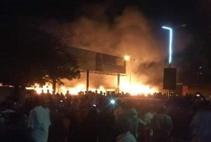 حريق يلتهم محلات البيع المخفض بحوش الخليفة