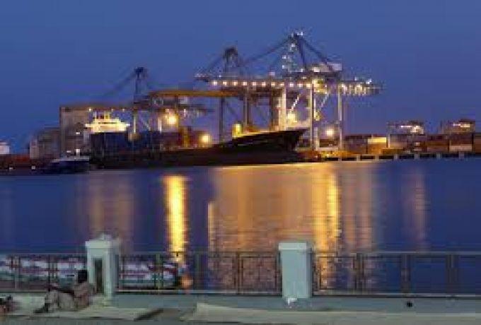 خبير اقتصادي قرار لجنة الطوارئ الاقتصادية بشأن إصلاح الميناء تأخر كثيرا