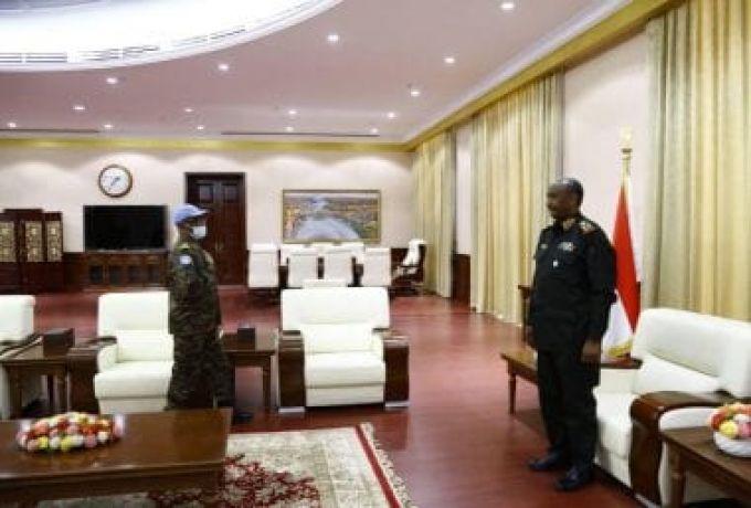 رئيس مجلس السيادة يلتقي قائد قوات يونسفا الجديد
