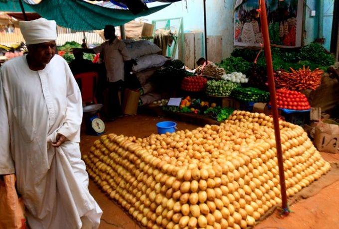 الخرطوم : زيادات في الوقود و الدولار الجمركي والاتصالات ومخاوف من تفاقم الأزمات