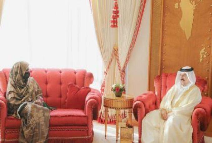 وزيرة الخارجية تلتقي بملك البحرين