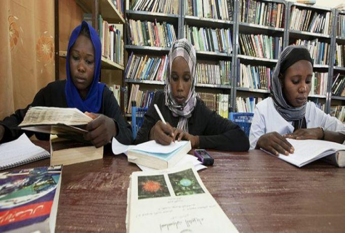 حمدوك يصدر قرارا قضى بخروج الأستاذ الجامعي والباحثين من قانون الخدمة المدنية