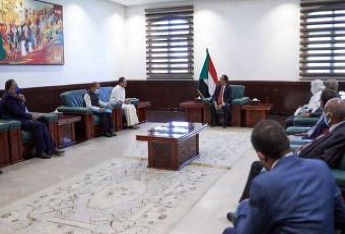 حمدوك يبحث مع وزير الدولةللشؤون الخارجية الهندي التعاون بين البلدين